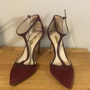 Piped suede maroon stilettos